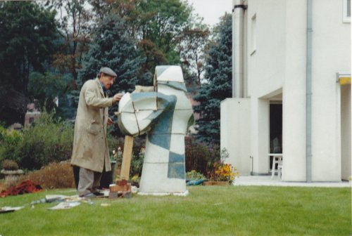 Piet bij tuinbeeld
